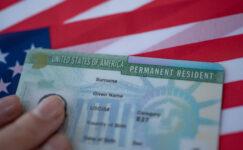 Göçmenler ABD'ye giden yolu Türk pasaportunda görüyor