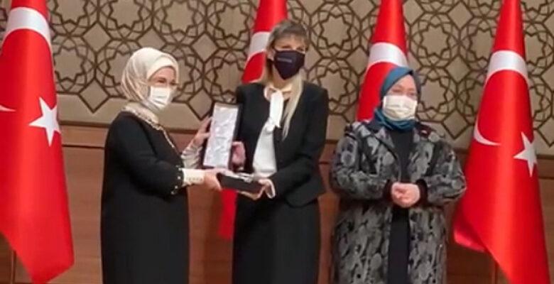 Viking Temizlik, 2020 Erişilebilirlik Ödülü'nü Cumhurbaşkanı Recep Tayyip Erdoğan'ın eşi  Emine Erdoğan'ın elinden aldı