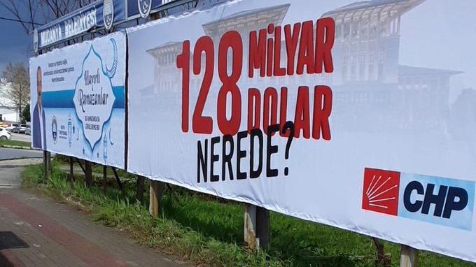 """""""128 milyar dolar nerede?"""" Afişi Mudanya'da Tekrar Asıldı…"""