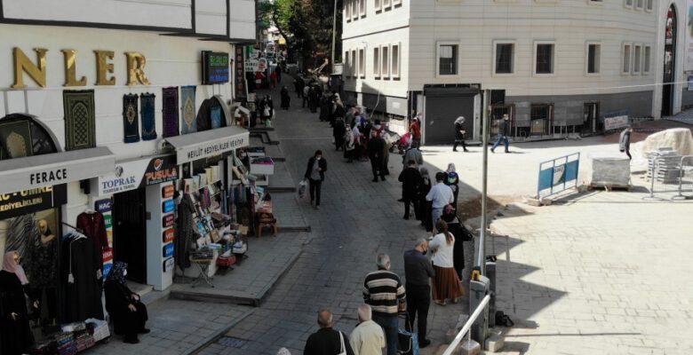 Bursa'da ucuz et alabilmek için saatlerce kuyrukta bekliyorlar