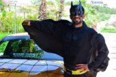 'Batman taksici' görenleri şaşırtıyor