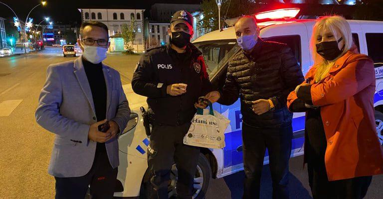 GAZETECİLER BASIN BİRLİĞİ DERNEĞİ'NDEN (GBBD) POLİSLERE TATLI VE ÇAY İKRAMI..