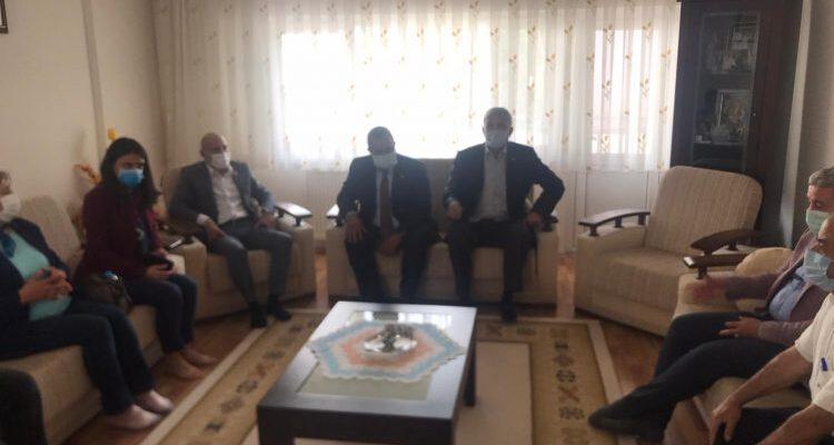 Pandemi'de biriken borçları yüzünden intihar eden vatandaşın ailesine CHP'den ziyaret